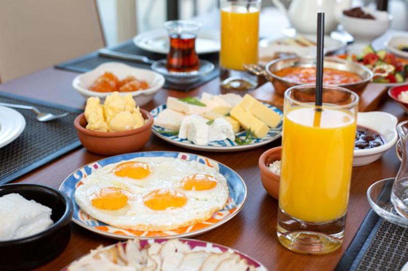 Bonne humeur, gourmandise et le plein de vitamines au petit-déjeuner